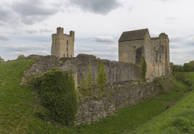 Il castello di Helmsley, Helmsley, North Yorkshire attracca, North Yorkshire, Inghilterra fotografia stock
