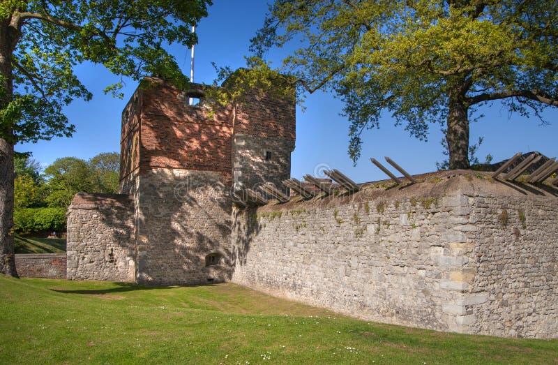 Il castello di Upnor è una fortificazione elisabettiana dell'artiglieria situata sulla sponda ovest del fiume Medway in Risonanza immagini stock libere da diritti