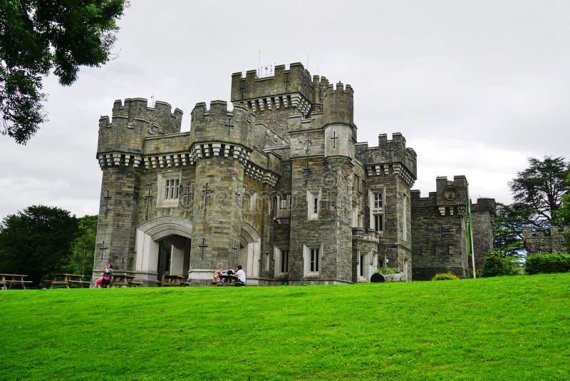 Il castello di Wray vicino al lago Windermere in Cumbria, Inghilterra immagini stock
