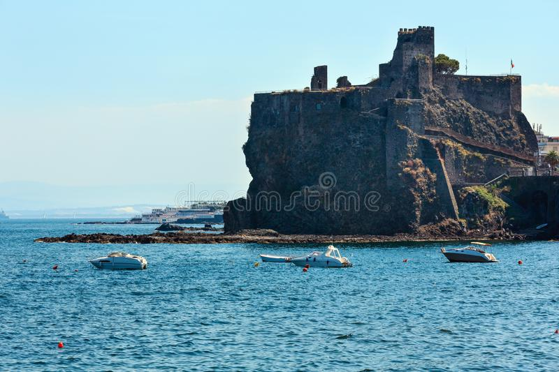 Il Castello Normanno nel Aci Castello, Sicilia fotografia stock libera da diritti
