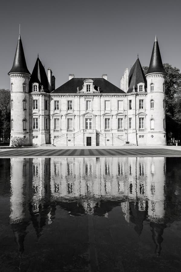 Il castello Pichon Longueville è una proprietà famosa del vino del Bordeaux immagini stock libere da diritti