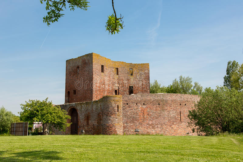 Il castello Teylingen di rovina in Sassenheim fotografie stock