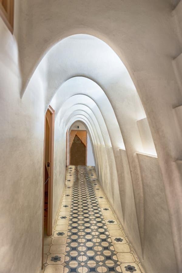 Il catenaria si arca in attico della casa Batllo, Barcellona, Catalogna, fotografie stock libere da diritti