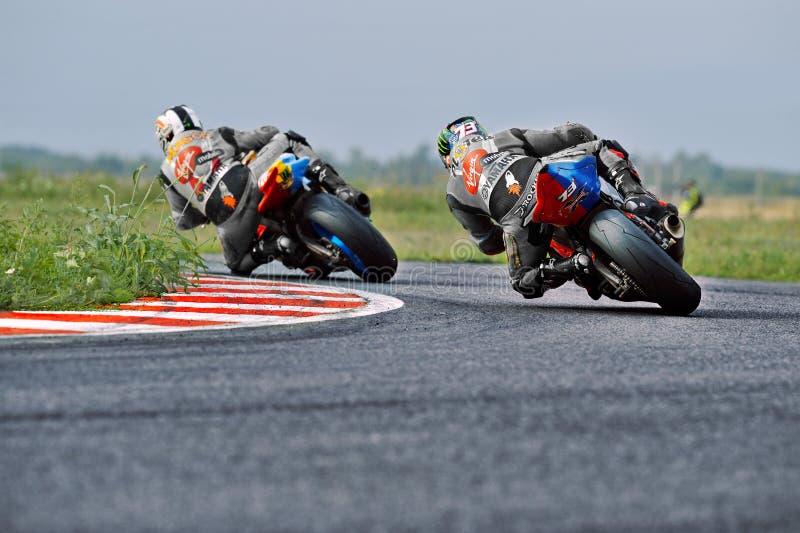 Il cavaliere del motociclo è caduto sulla pista nella velocità rumena del motociclo di campionato il 27 settembre 2015 a fotografia stock