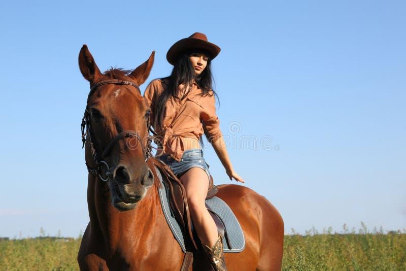 Il cavaliere della ragazza fotografia stock
