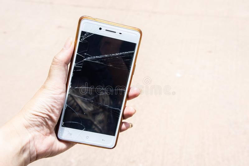 Il cellulare rotto dello schermo, moblle dello schermo ? vetro incrinato fotografie stock libere da diritti