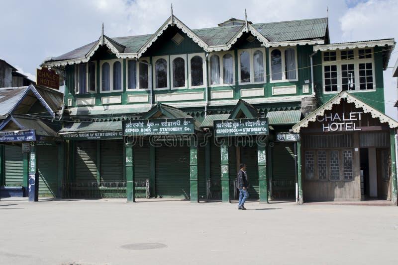 Il centro commerciale in Darjeeling è il posto centrale in cui i locali ed i turisti si riunisce per comprare i libri e gli ogget fotografia stock libera da diritti