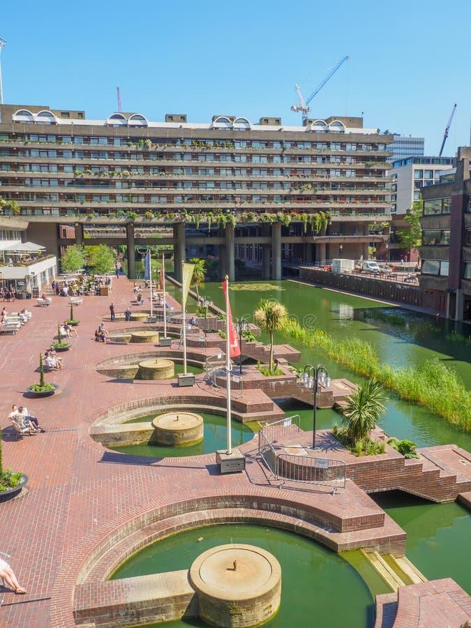 Il centro del barbacane a Londra ? uno degli esempi pi? popolari e pi? famosi dell'architettura del Brutalist nel mondo immagini stock libere da diritti
