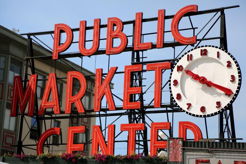 Il centro del mercato pubblico firma dentro Seattle fotografie stock libere da diritti