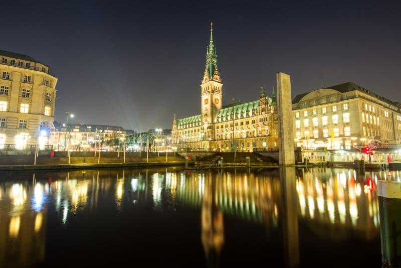 Il centro di Amburgo alla notte immagine stock libera da diritti