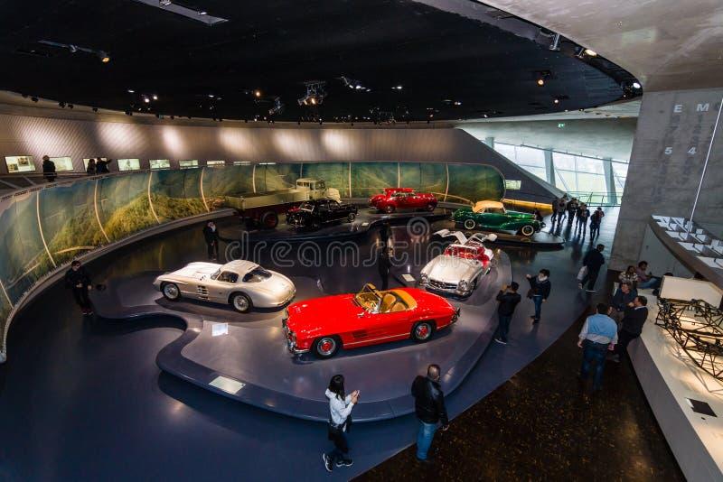 Il centro espositivo delle tecniche del dopoguerra dell'automobile fotografie stock libere da diritti