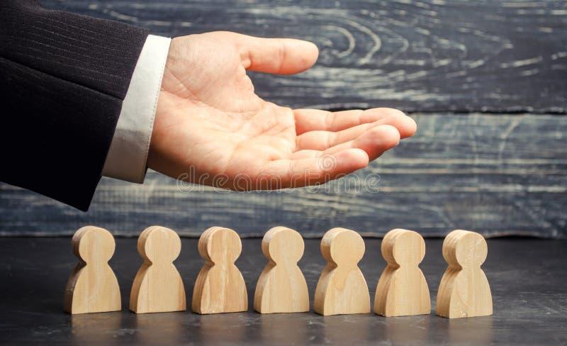 Il CEO del capo rappresenta il gruppo Risorse umane Uomo d'affari e personale di funzionamento Cura per gli impiegati Sindacato A immagini stock