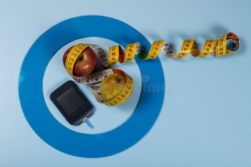 Il cerchio blu con una certa attrezzatura del diabete fa il trattamento la malattia fotografie stock