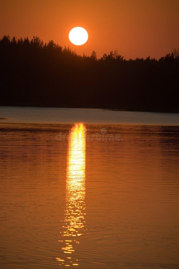 Download Il cerchio del tramonto immagine stock. Immagine di aperto - 3893005