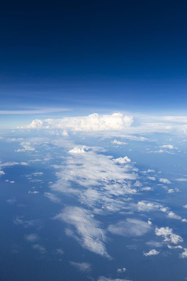 Il cielo blu con bianco si rannuvola l'Amazonas, Colombia fotografie stock libere da diritti
