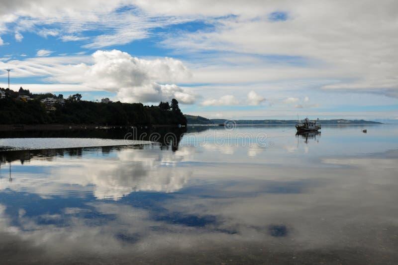 Il cielo del pescatore, isola di Chiloe, Cile fotografia stock libera da diritti