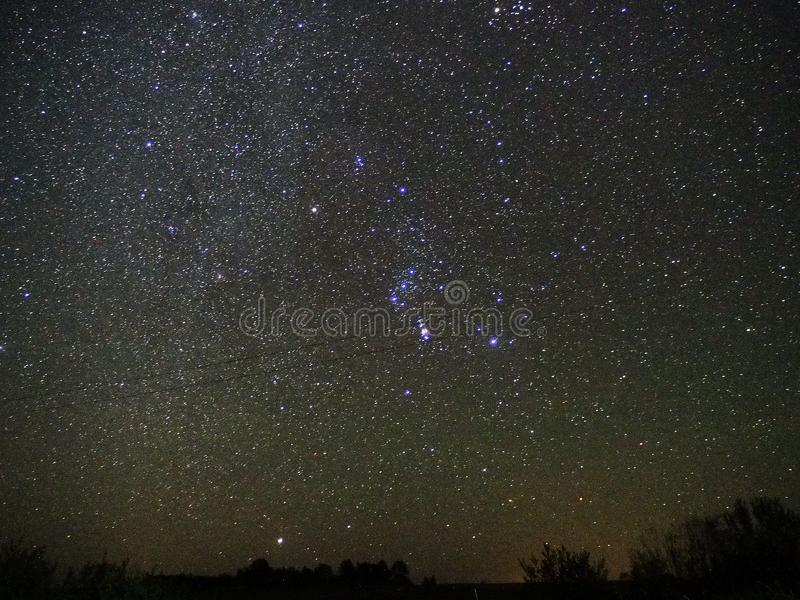 Il cielo notturno stars l'osservazione della costellazione di Orione e della stella di Sirius fotografia stock