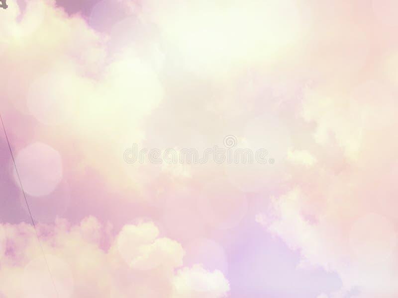 il cielo vago del fondo con il chiarore lucent bianco accende confuso immagine stock libera da diritti