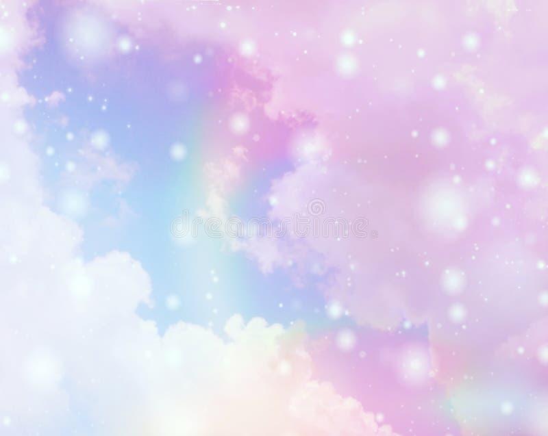 Il cielo variopinto vago del fondo con il chiarore lucent bianco accende confuso fotografia stock