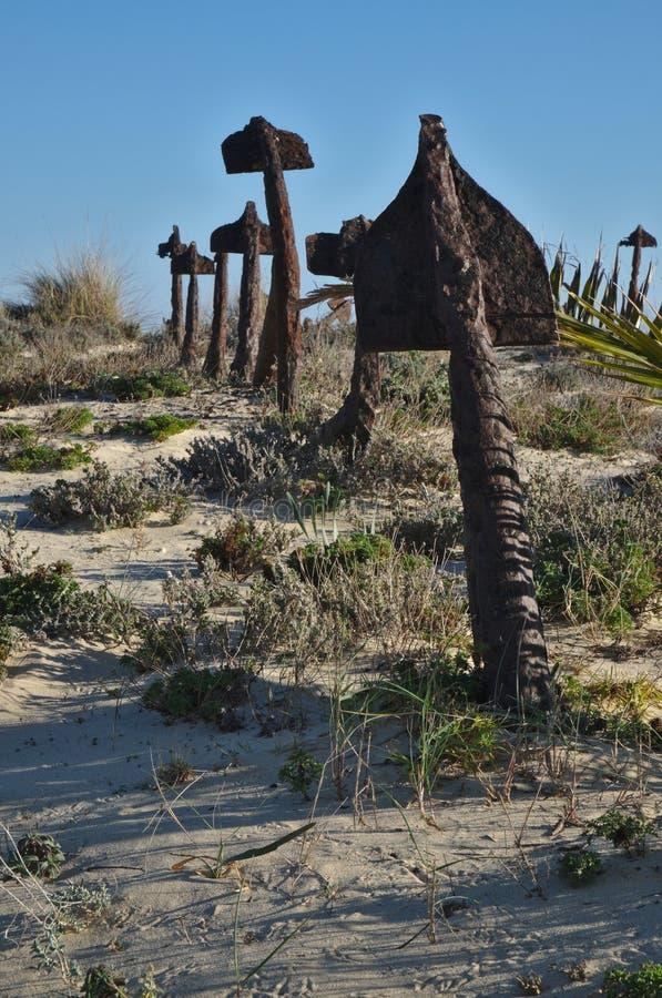 Il cimitero dell'ancora a Praia fa Barril immagine stock
