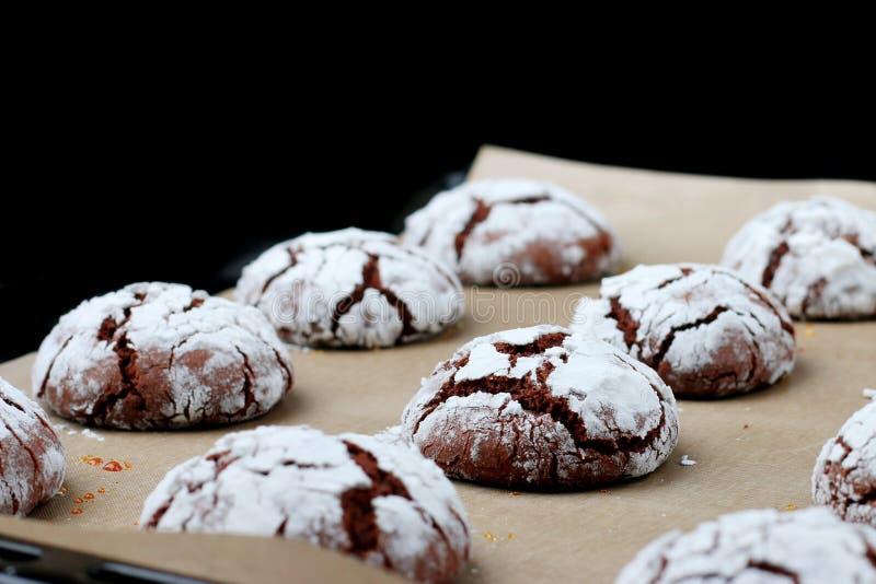Il cioccolato dei biscotti fende la freschezza concetto saporito del dessert biscotti per natale del holidayand fotografie stock