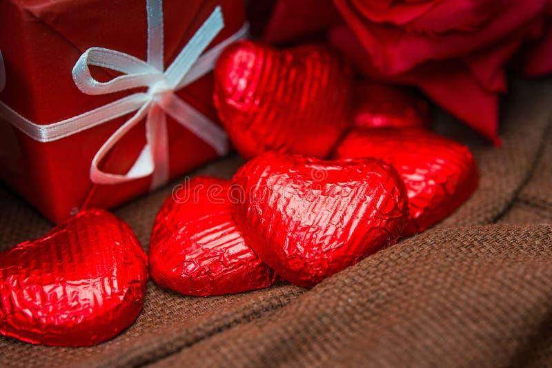 Il cioccolato del biglietto di S. Valentino fotografia stock