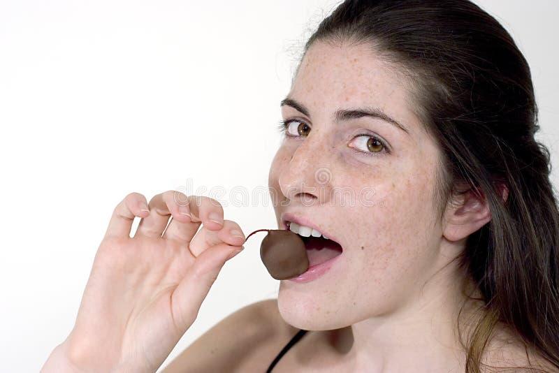 Il cioccolato ha coperto la ciliegia immagini stock libere da diritti