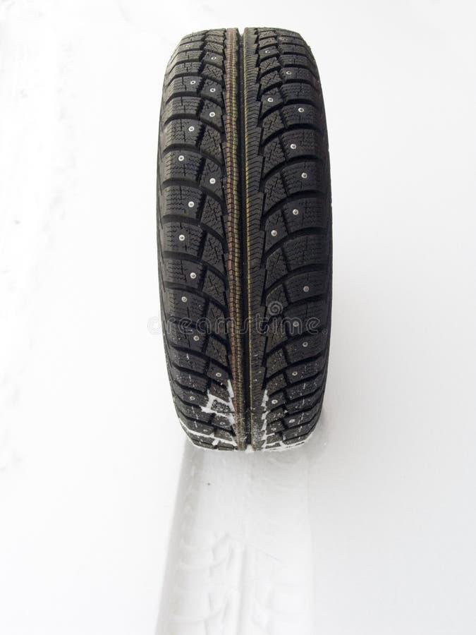 Il circuito di collegamento dell'automobile di inverno fotografia stock libera da diritti