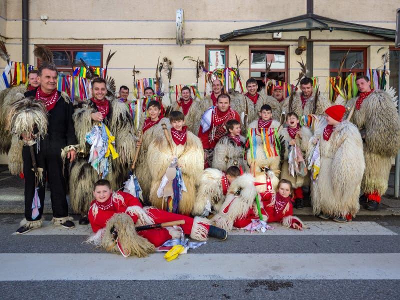 Il cittadino sloveno maschera il dancing kurent del ` del ` sulle vie fotografia stock libera da diritti