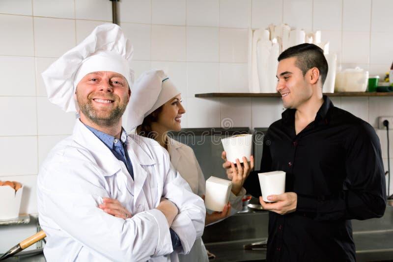 Download Il Cliente Compra Il Pasto Rapido Fotografia Stock - Immagine di people, cliente: 55358470