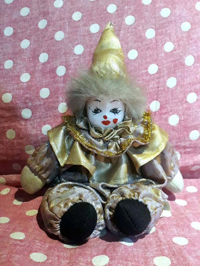 Il clown sul divano fotografia stock
