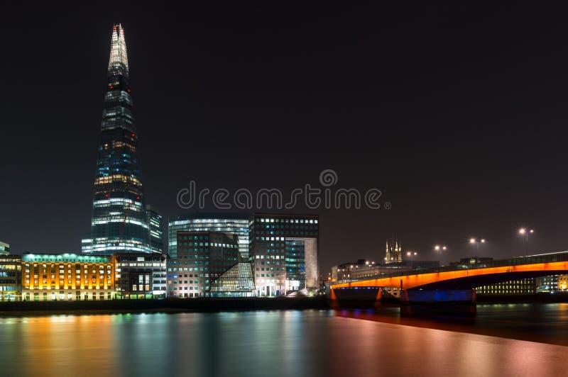 Il coccio ed il ponte di Londra a Londra, Inghilterra fotografia stock