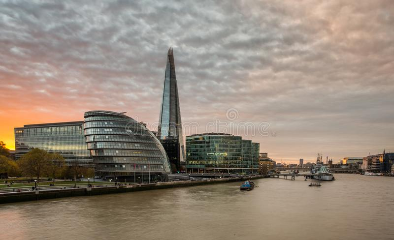 Il coccio, orizzonte di Londra al tramonto fotografie stock