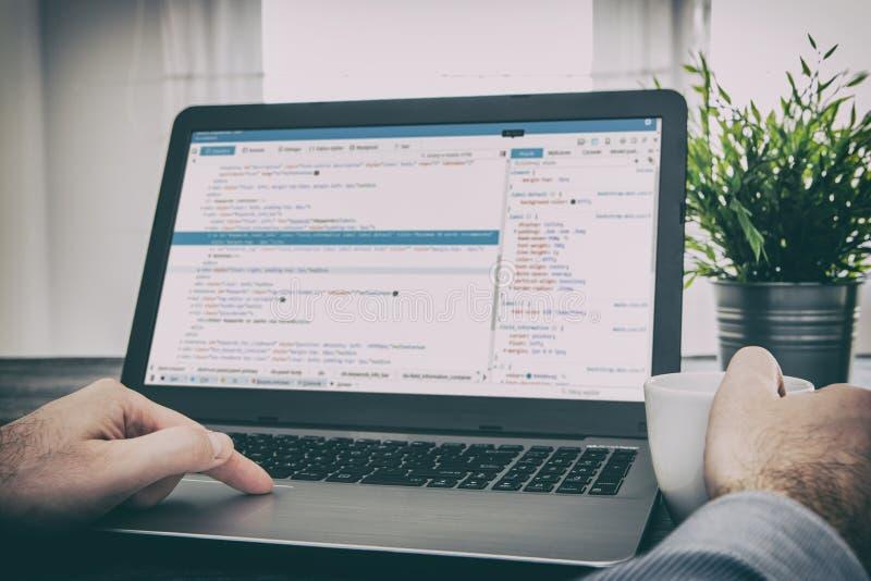 Il codificatore di calcolo di programma di codice di codifica sviluppa lo sviluppo dello sviluppatore immagine stock
