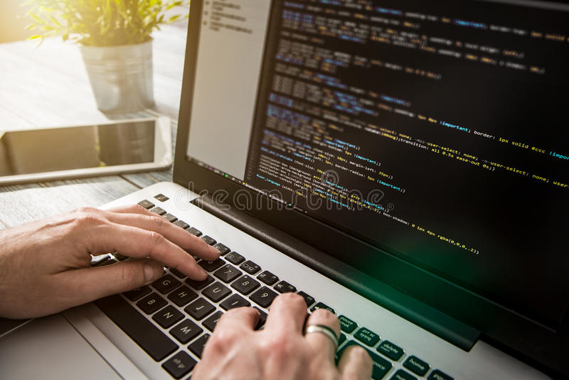 Il codificatore di calcolo di programma di codice di codifica sviluppa lo sviluppo dello sviluppatore immagine stock libera da diritti