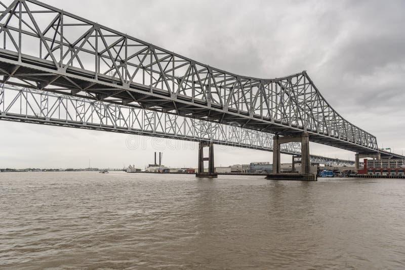Il collegamento tra la città di Crescent sul fiume Mississippi che si trova ad ovest immagini stock