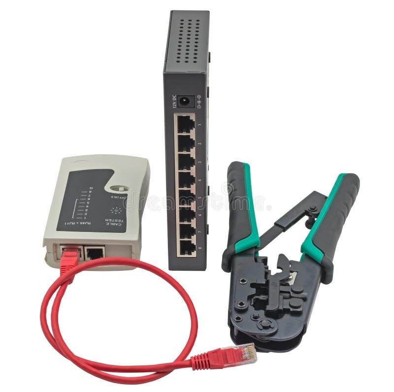 Il commutatore di rete, il cavo di Ethernet, il piegatore ed il RJ45 cablano il tester immagini stock libere da diritti