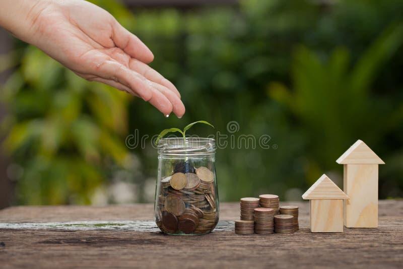 Il concetto del risparmio finanziario per comprare una casa immagine stock libera da diritti