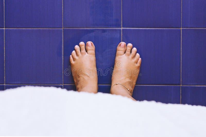 Il concetto della pelle di salute del ` s delle donne e le unghie si preoccupano fotografie stock