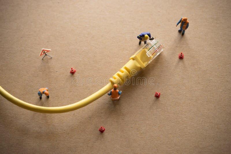 Il concetto della rete effettua un analisi guasti del sostenitore o dell'amministratore fotografia stock