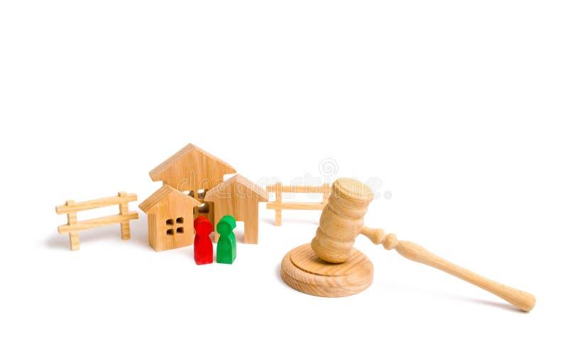 Il concetto delle leggi e dei regolamenti per gli inquilini ed i proprietari di un edificio residenziale condominiums Condominio  fotografia stock libera da diritti