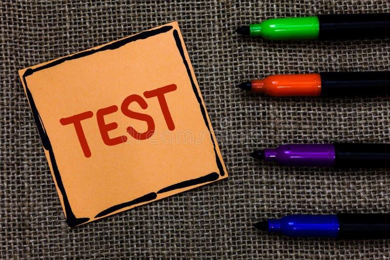 Il concetto di affari della prova del testo di scrittura di parola per la procedura sistemica accademica valuta l'arte delle penn fotografie stock libere da diritti