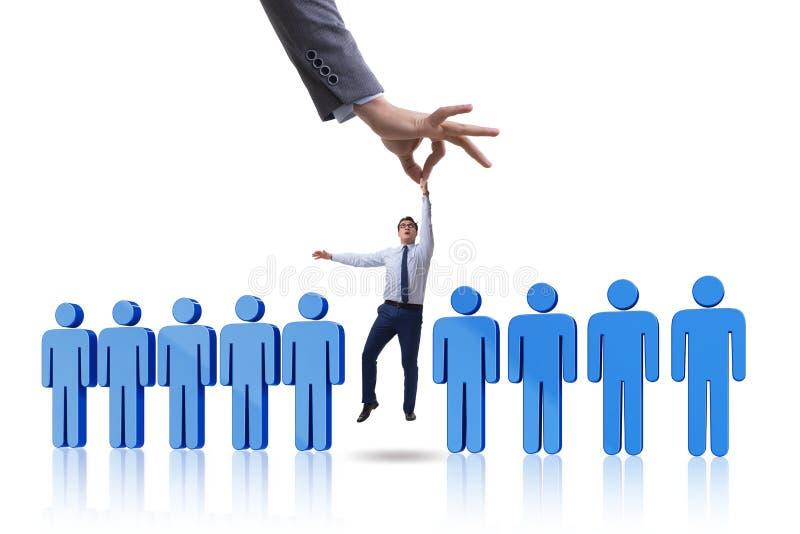 Il concetto di assunzione con la mano che seleziona il migliore impiegato immagine stock libera da diritti