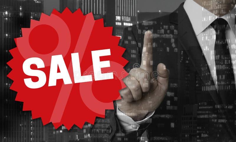 Il concetto di vendita è indicato dall'uomo d'affari immagini stock