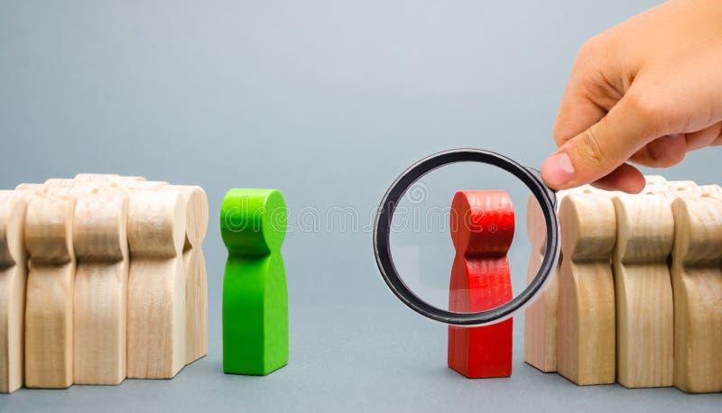 Il conflitto fra i capi dei due gruppi Concorrenza di affari Ricerca dei compromessi La gente nella discussione immagini stock libere da diritti