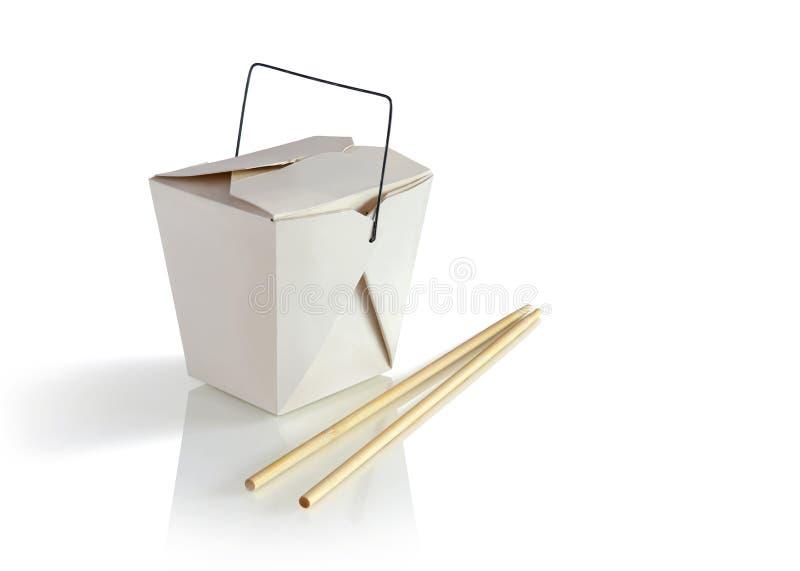 Il contenitore di alimento elimina con i bastoncini isolati nel fondo bianco fotografie stock