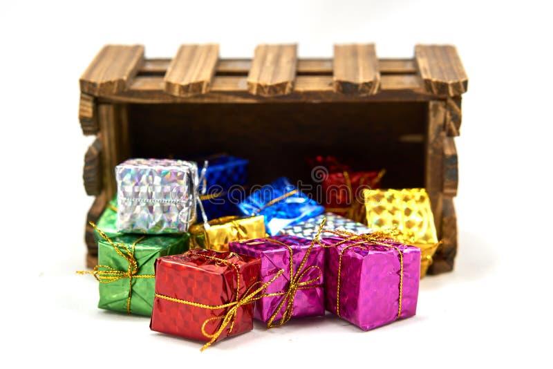 Il contenitore di regalo diminuisce la cassa di legno fotografia stock