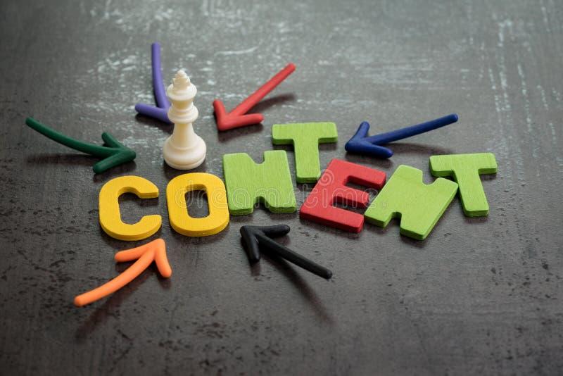 Il contenuto è re nel concetto di comunicazione e di pubblicità on line, immagini stock libere da diritti