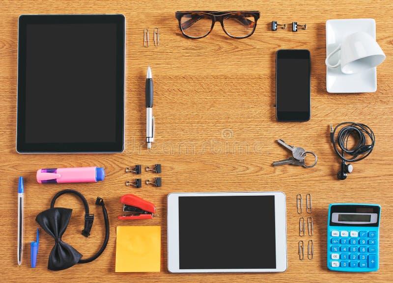 Il contenuto di un'area di lavoro di affari organizzata e composta. immagini stock libere da diritti