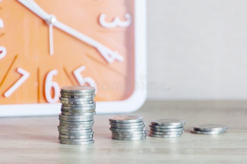 Il conto di risparmio e la finanza dei soldi contano per preparano il concetto, la fila o fotografia stock libera da diritti